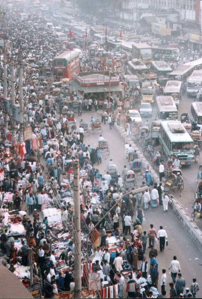 Dhaka_street_crowds