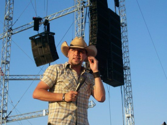 jason_aldean_performing_at_the_2006_indiana_state_fair