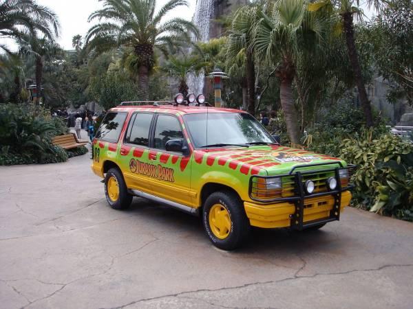 1280px-Jurassic_Park_car