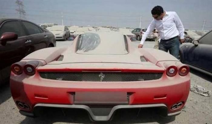 Auto Garage For Sale Dubai: Des Milliers De Voitures De Luxe Abandonnées à Dubaï