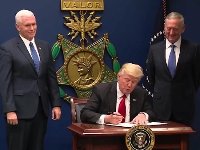 trump signe un decret